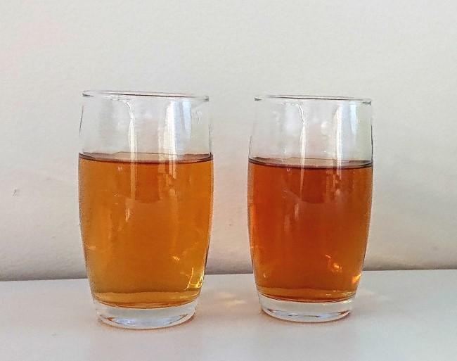 左:水出しでおいしい麦茶、 右:同社他製品